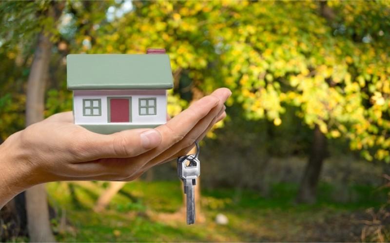 Il trasferimento dell'immobile al coniuge non comporta la decadenza dai benefici prima casa