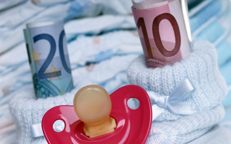Anche se uno dei due genitori è meno abbiente dell'altro, sorge comunque l'obbligo di mantenere i figli