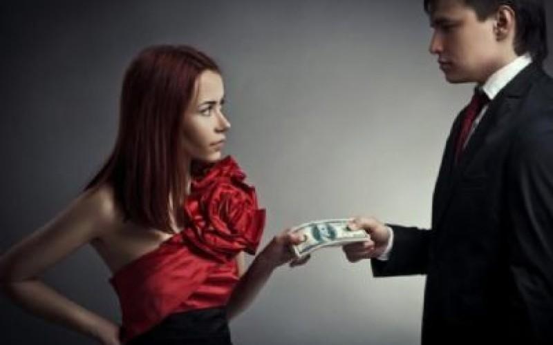 Nessun assegno divorzile se il richiedente guadagna almeno 1.000,00 euro al mese