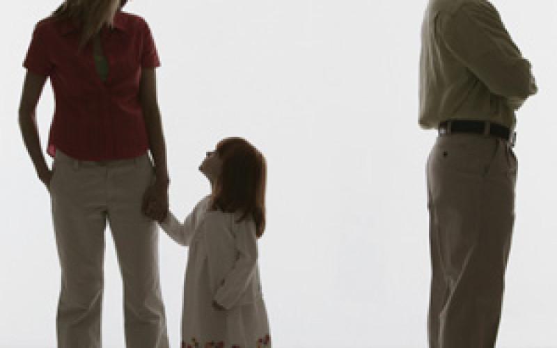 Ex moglie adultera? Il padre può chiedere il disconoscimento di paternità della figlia