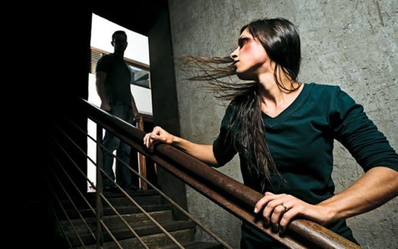 Addebito della separazione al marito violento anche se la moglie se ne va