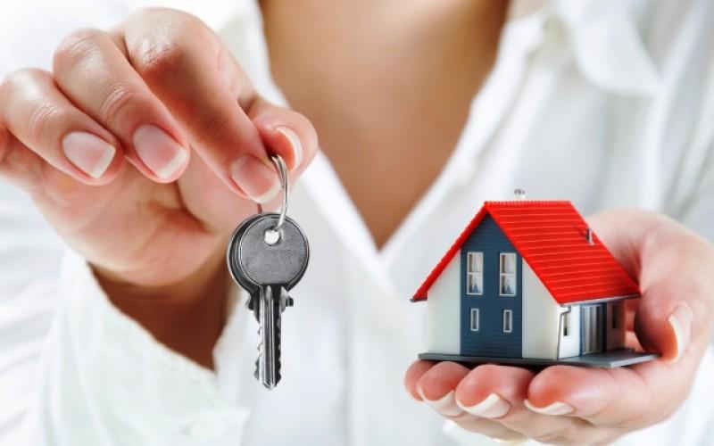 Assegnazione della casa familiare non trascritta: opponibile all'acquirente solo per 9 anni