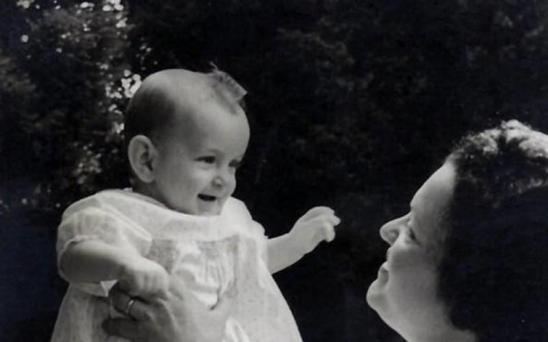 Il figlio può conoscere la madre biologica anonima dopo la sua morte
