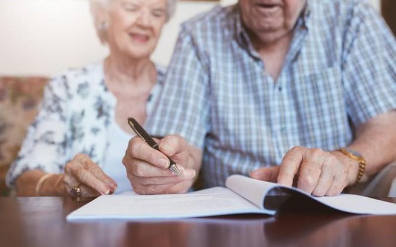 Preliminare di vendita di immobile cointestato: nullo senza la firma di entrambi i coniugi