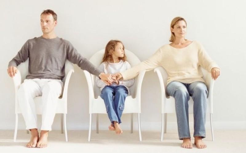 Affidamento dei minori: possibile la frequentazione paritetica dei genitori con mantenimento diretto