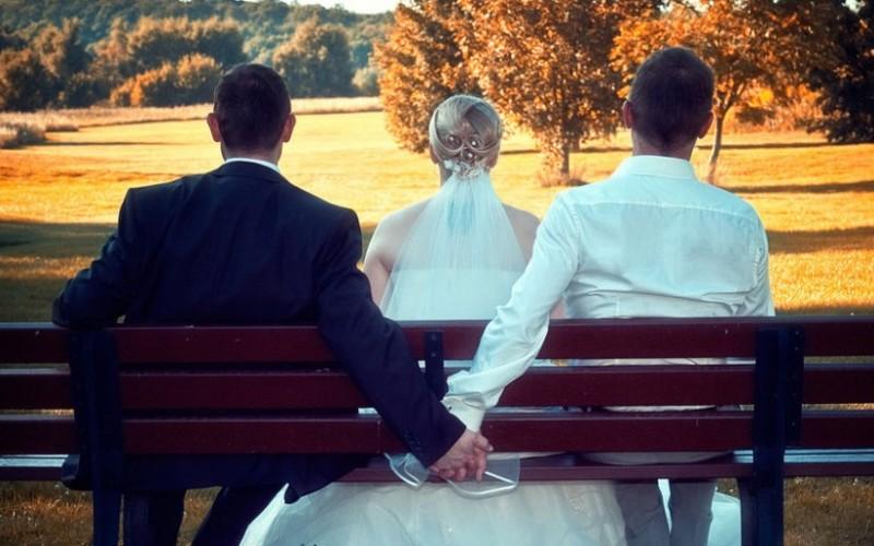 Sposato con una figlia, si scopre omosessuale: matrimonio nullo solo per la Chiesa