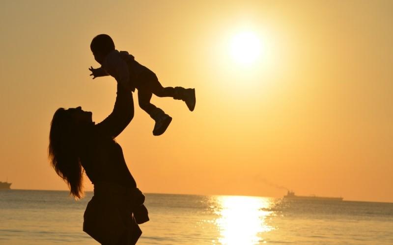 Legittimo l'affidamento esclusivo alla madre se il padre è disinteressato ed assente