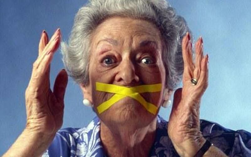 Nonni invadenti: vietati i contatti con i nipoti