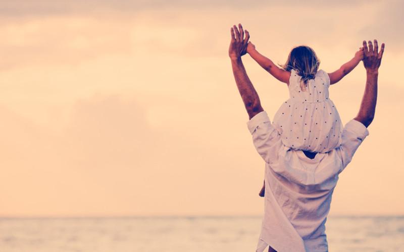 Quando la figlia cresce, può frequentare di più il padre