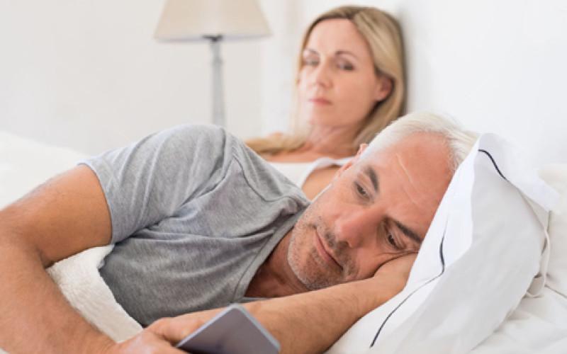 Lei è malata, lui la tradisce: addebito della separazione al marito