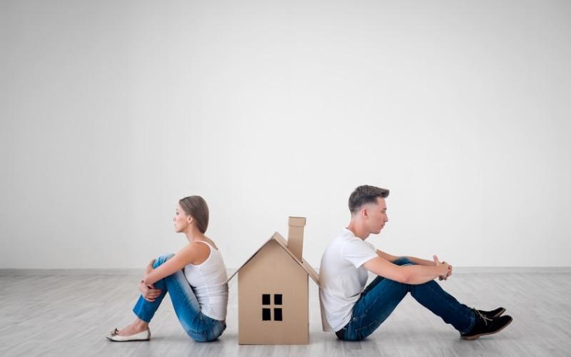 Il godimento della casa familiare al coniuge concordata in separazione in assenza di figli è revocabile in sede di divorzio