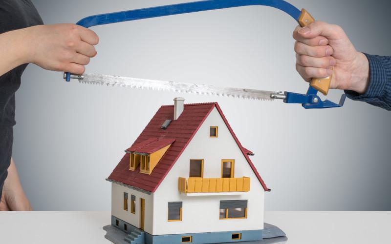 Assegnazione casa familiare: la domanda va riproposta nel divorzio se il figlio diventa maggiorenne