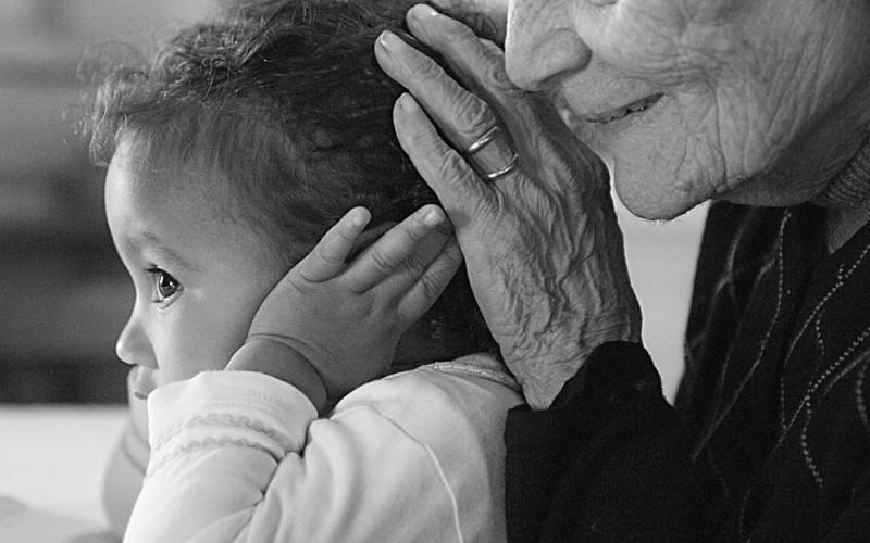 I nonni non devono mantenere i nipoti al posto dei genitori