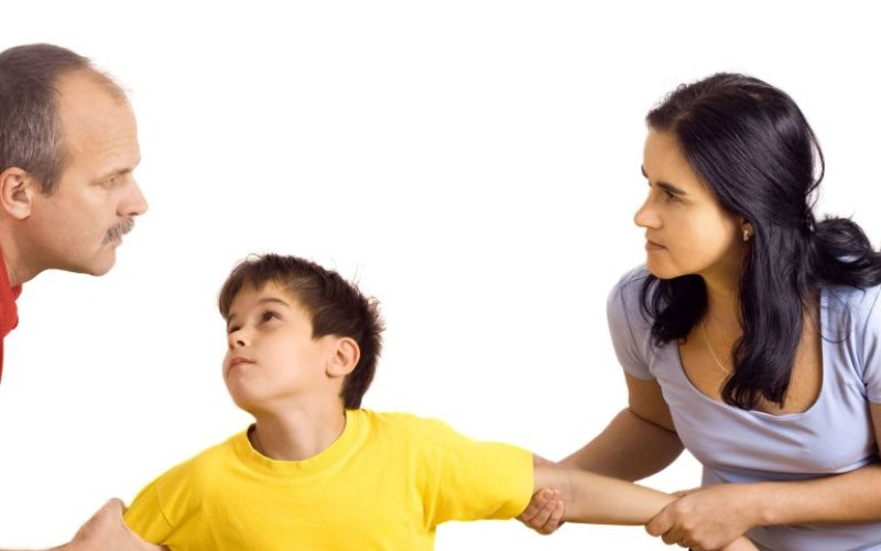 Condannata al risarcimento la madre che impedisce di vedere il figlio al padre
