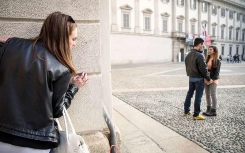 Addebito al marito che si fotografa con un'altra