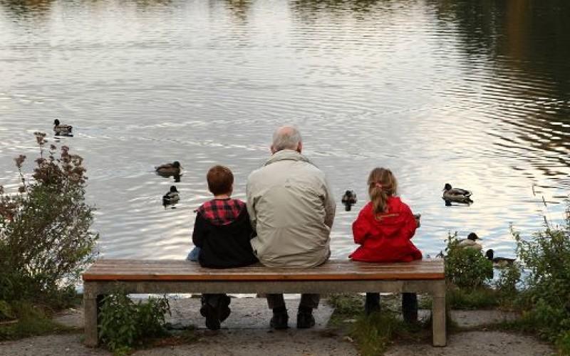 Escluso l'affidamento al padre che lascia i figli ai nonni