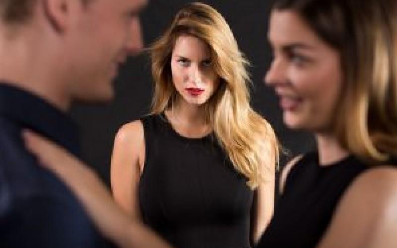 Condanna per estorsione all'amante che minaccia di rivelare il tradimento