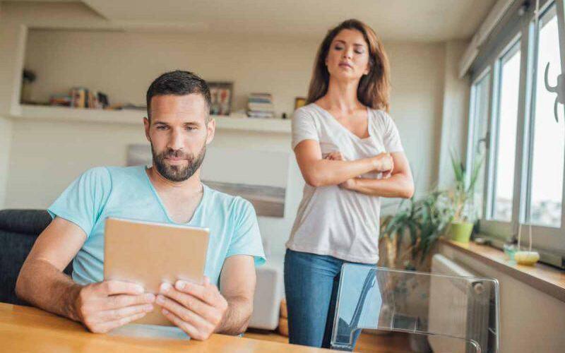 Addebito al marito che frequenta siti per incontri online