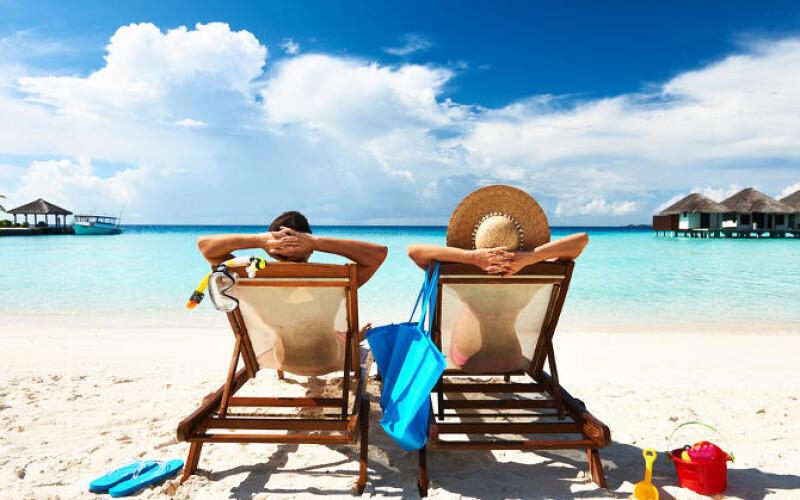 Addebito della separazione al marito che pubblica sui social i biglietti aerei della vacanza con l'amante